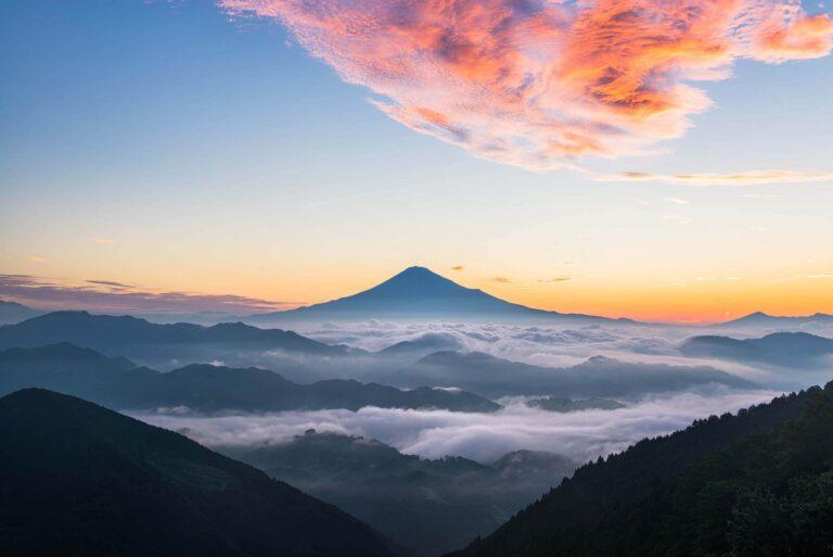 吉原から見る雲海と富士山(静岡県)