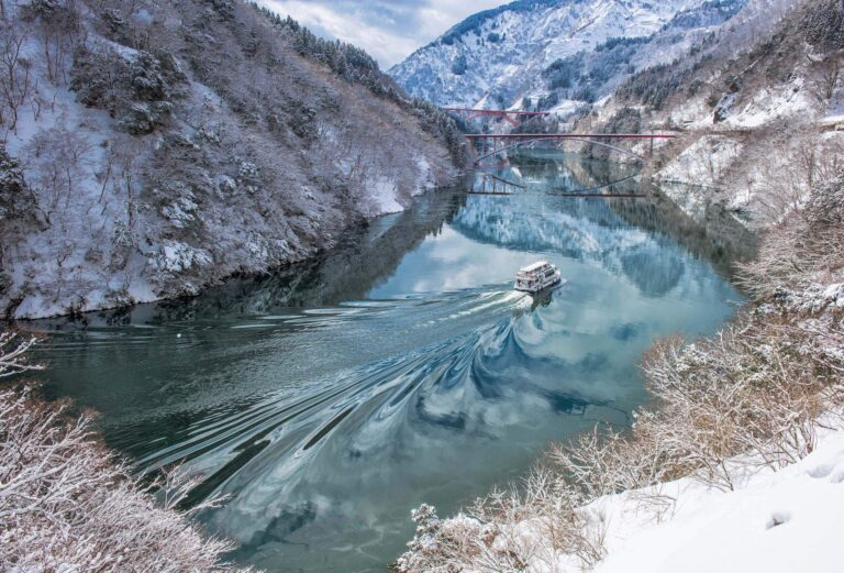雪の庄川峡(富山県)