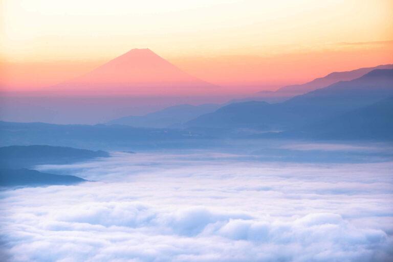 高ボッチ高原から見る雲海と富士山(長野県)